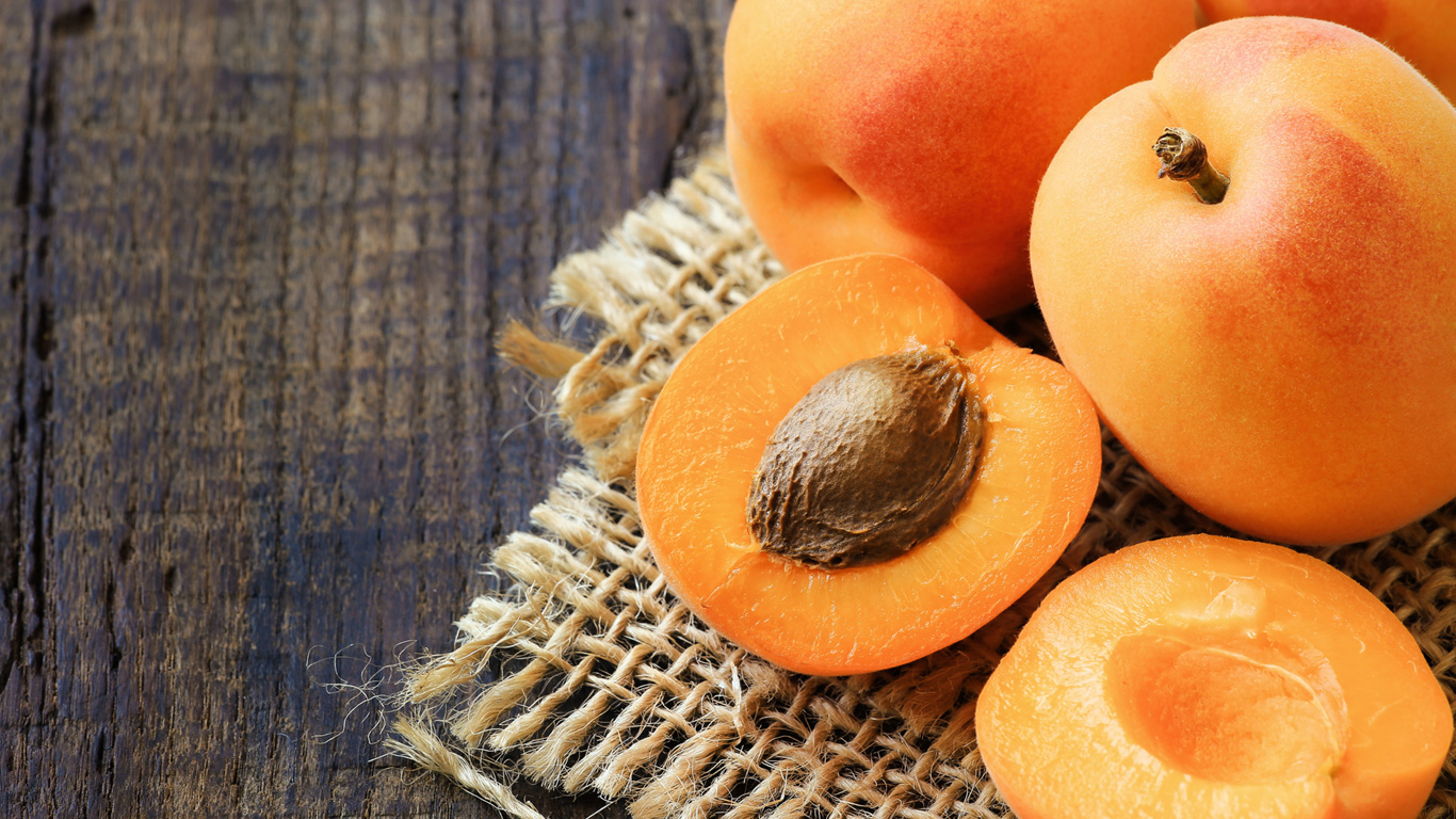 Maximal zwei Aprikosenkerne