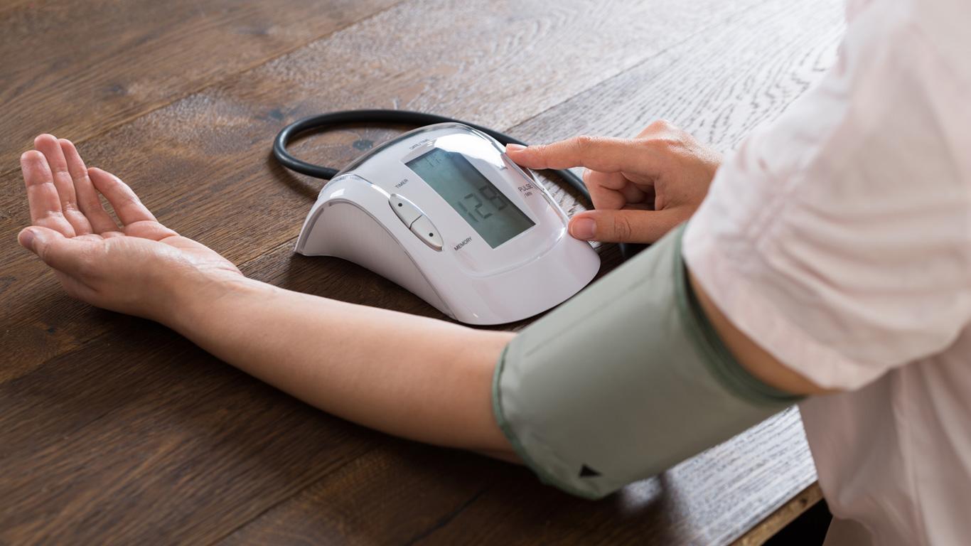Blutdruck schon gemessen?